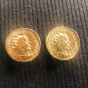 🔆 Carolee gold coin earrings